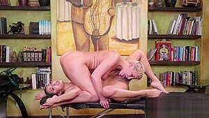 Lesbians Ryan And Kiarra Passionately Kiss And Lick Pussy